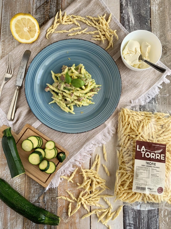Trofie zucchine salsiccia e formaggio fresco